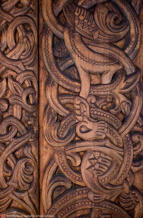 Noorwegen Gol 24 december 2008 20081224 Foto: David Rozing .Detail houtsnijwerk staafkerk in Gol in winter.Wintertime, detail woodcraft old wooden stave church ..Foto: David Rozing