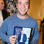 """NLD/Amsterdam20151113 - Boekpresentatie,""""Ik ben niet van Suiker"""" door Gordon, tvkok Matthijs Vrieze"""