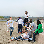 Nederland Rotterdam 19 april 2009 20090419 Foto: David Rozing ..Jongeren  chillen op strandje Nesselande.Youth chilling on local beach in suburb of Rotterdam, youth culture, streetculture..Foto: David Rozing