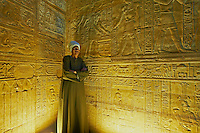 Egypte, Haute Egypte, vallee du Nil, Croisiere entre Louxor et Assouan, Edfou, Temple d'Horus, bas relief // Africa, Egypt, Nile Valley, Edfou, Horus temple, bas relief on the walls