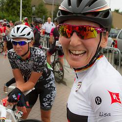 WIELRENNEN, Ladiestour, Tiel: Lisa Brennauer wint de etappe voor Jolien d'Hoore en Marianne Vos
