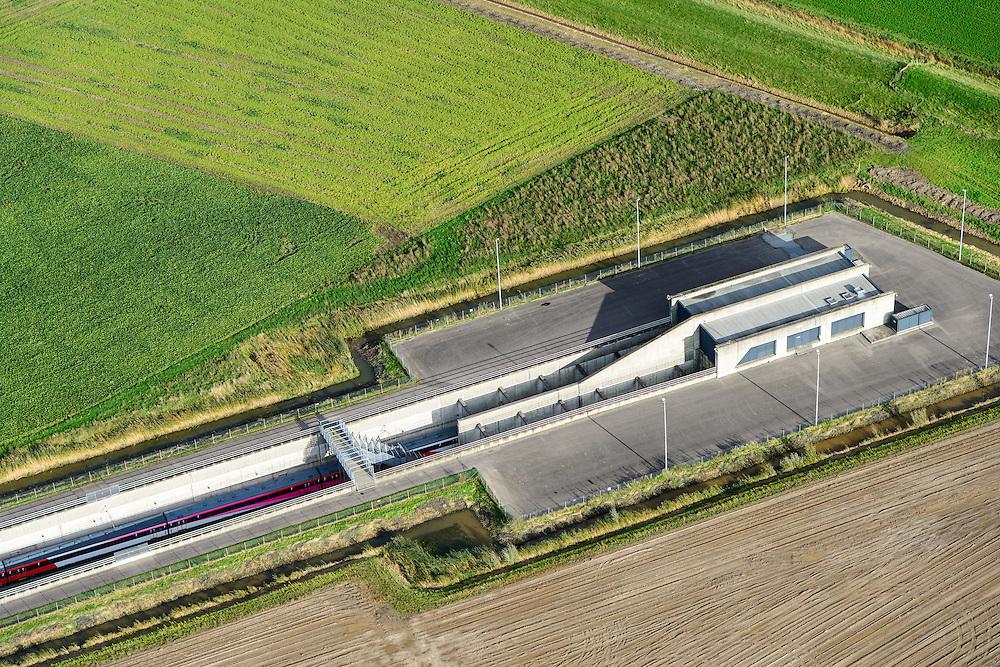 Nederland, Zuid-Holland, Gemeente Strijen, 23-10-2013l; Intercity direct-trein richting Breda nadert ingang van HSL tunnel onder de  Dortsche Kil. <br /> Entrance to train tunnel under Dordtsche Kil for high-speed train (southern Netherlands).<br /> luchtfoto (toeslag op standard tarieven);<br /> aerial photo (additional fee required);<br /> copyright foto/photo Siebe Swart