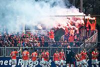 UTRECHT - Hockey - supporters van Bloemendaal, de Bloemigans,  tijdens de play off wedstrijd in de hoofdklasse hockey tussen de m,annen van Kampong en Bloemendaal (1-1). Bloemendaal plaatst zich voor de finale. COPYRIGHT KOEN SUYK