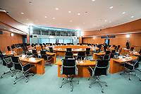 01 APR 2020, BERLIN/GERMANY:<br /> Uebersicht Saal leer, vor Beginn der Kabinettsitzung, die aufgrund der Abstandsregeln wegen der Corona-Pandemie im  Internationalen Konferenzsaal stattfindet, Bundeskanzleramt<br /> IMAGE: 20200401-01-001<br /> KEYWORDS: Kabinett, Sitzung, Übersicht