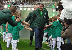 24.07.2011, Weserstadion, Bremen, GER, 1.FBL, Werder Bremen Tag der Fans 2011, im Bild  Klaus Allofs (Geschaeftsfuehrer Profifussball Werder Bremen, vorn), Thomas Schaaf (Trainer Werder Bremen, hinten)..// during the day of fans on 2011/07/24,  Weserstadion, Bremen, Germany..EXPA Pictures © 2011, PhotoCredit: EXPA/ nph/  Frisch       ****** out of GER / CRO  / BEL ******