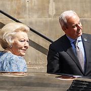 NLD/Amsterdam/20150625 -Aankomst Koninklijke Familie bij symposium Clean Energy, aankomst prinses Beatrix
