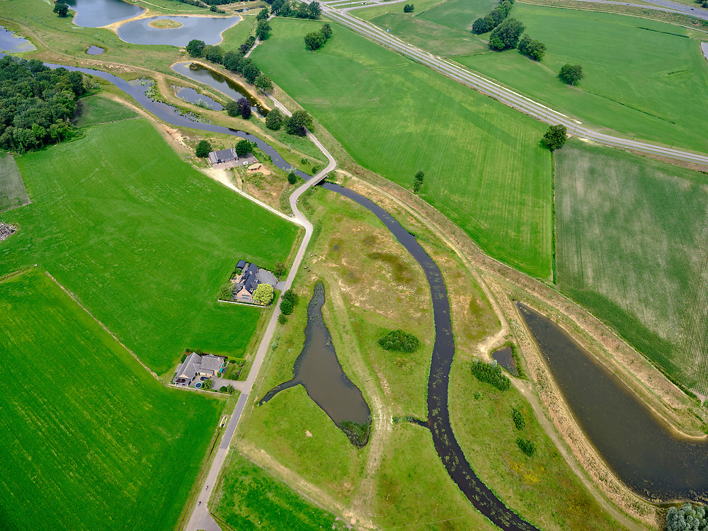 Nederland, Overijssel, Gemeente Almelo; 21–06-2020;  Bornerbroek, De Doorbraak, nieuw aangelegde beek. De nieuwe waterloop fungeert als opvang van water en afvoermogelijkheid bij extreme regenval. <br /> De Doorbraak, a newly constructed brook. The new watercourse functions facilitates collection of water and acts as a drainage facility in case of extreme rainfall.<br /> <br /> luchtfoto (toeslag op standaard tarieven);<br /> aerial photo (additional fee required)<br /> copyright © 2020 foto/photo Siebe Swart