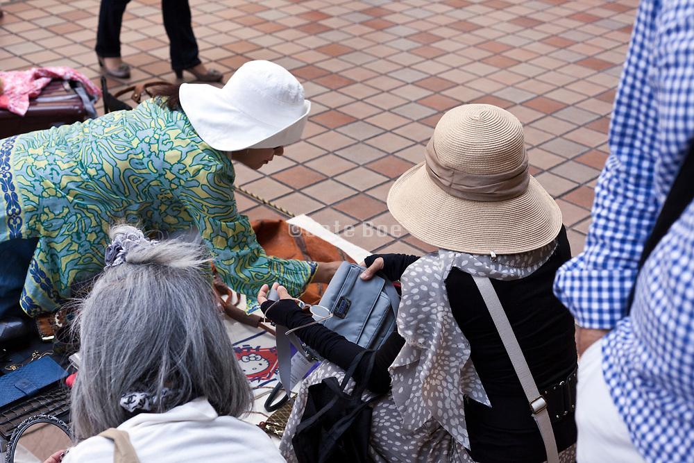 clothing flea market Japan