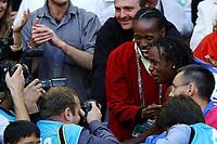 Friidrett<br /> VM 2003 Parid - Frankrike<br /> 30.08.2003<br /> Foto: Digitalsport<br /> Norway Only<br /> <br /> ATHLETICS - IAAF WORLD CHAMPIONSHIPS 2003 - PARIS 2003 (FRA) - STADE DE FRANCE - 30/08/2003 - PHOTO : FRANCK FAUGERE <br /> LONG JUMP WOMEN - EUNICE BARBER (FRA) / WINNER / GOLD MEDAL - WITH JACKIE JOYNER-KERSEE (USA)