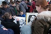 Tourists having their caricature portrait drawn by an artist in Leicester Square in London, England, United Kingdom. (photo by Mike Kemp/In Pictures via Getty Images)