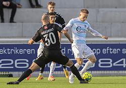 Jeppe Kjær (FC Helsingør) tackles af Mathias Høgsholt (Kolding IF) under kampen i 1. Division mellem FC Helsingør og Kolding IF den 24. oktober 2020 på Helsingør Stadion (Foto: Claus Birch).