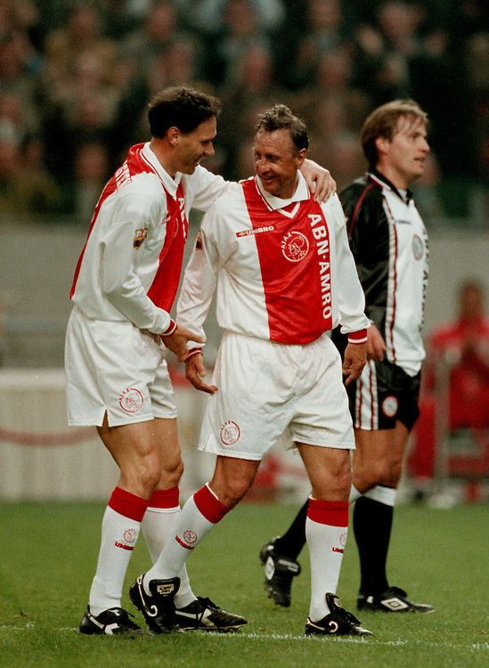 Photo: Gerrit de Heus. Amsterdam. 06/04/99. Johan Cruijff(M) and Marco van Basten celebrating a goal. Cruijff played a match with and against former Ajax-players. Keywords: Cruyff