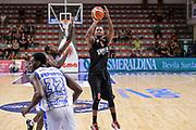 DESCRIZIONE : Trofeo Meridiana Dinamo Banco di Sardegna Sassari - Olimpiacos Piraeus Pireo<br /> GIOCATORE : D.J. Strawberry<br /> CATEGORIA : Tiro Tre Punti Three Point Ritardo<br /> SQUADRA : Olimpiacos Piraeus Pireo<br /> EVENTO : Trofeo Meridiana <br /> GARA : Dinamo Banco di Sardegna Sassari - Olimpiacos Piraeus Pireo Trofeo Meridiana<br /> DATA : 16/09/2015<br /> SPORT : Pallacanestro <br /> AUTORE : Agenzia Ciamillo-Castoria/L.Canu