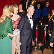NLD/Amsterdam/20161129 - Staatsbezoek dag 2, contraprestatie Belgische koningspaar, Koning Filip en Koningin Mathilde begroeten Koning Willem Alexander en Koningin Maxima
