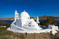 Grèce, Les Cyclades, Ile de Ios, Eglise Agia Irini près du port de Ormos // Greece, Cyclades, Ios island, Agia Irini church near the Ormos harbour