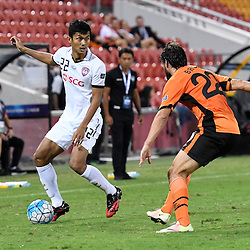 BRISBANE, AUSTRALIA - FEBRUARY 21: Mongkol Tossakrai of Muangthong United in action during the Asian Champions League Group Stage match between the Brisbane Roar and Muangthong United FC at Suncorp Stadium on February 21, 2017 in Brisbane, Australia. (Photo by Patrick Kearney/Brisbane Roar)