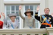 Prinsjesdag 2011 - Paleis Noordeinde Den Haag.  Op Prinsjesdag spreekt het staatshoofd, Koningin Beatrix, de troonrede uit. Daarin geeft de regering aan wat het regeringsbeleid zal zijn voor het komende jaar.<br /> <br /> Prinsjesdag (English: Prince's Day) is the day on which the reigning monarch of the Netherlands (currently Queen Beatrix) addresses a joint session of the Dutch Senate and House of Representatives in the Ridderzaal or Hall of Knights in The Hague. <br /> <br /> Op de foto/ On the Photo v.l.n.r.: Koningin Beatrix / Queen Beatrix , Prinses Maxima en Prins Willem Alexander