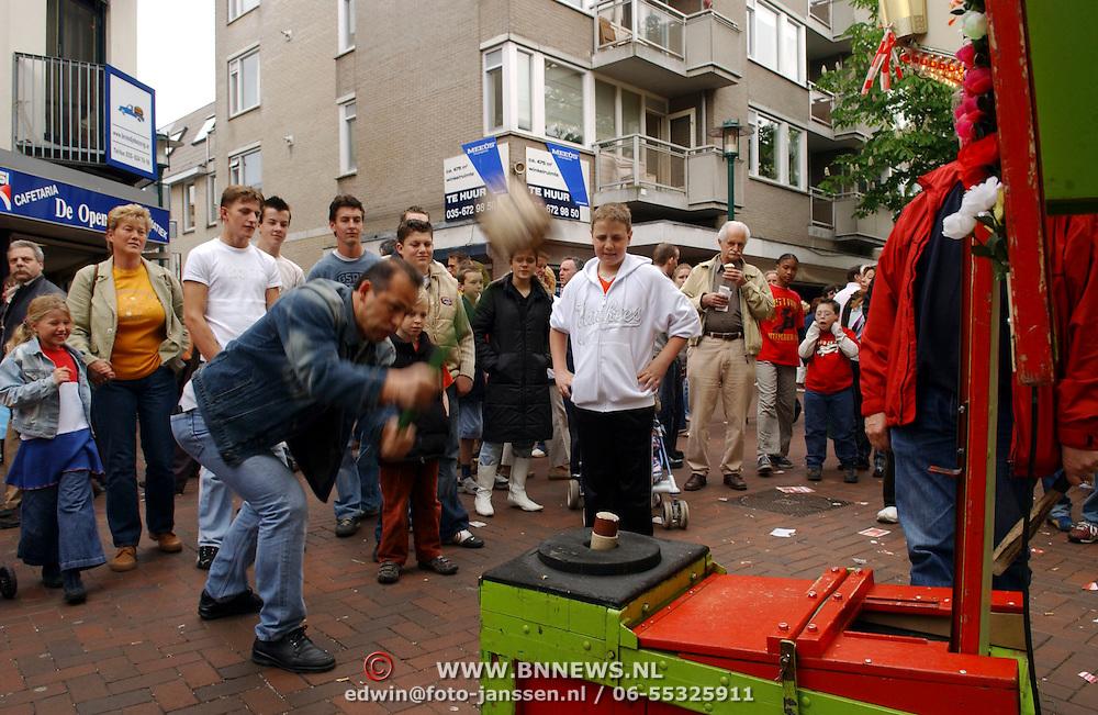 NLD/Hilversum/20050430 - Koninginnedag 2005, kermis,