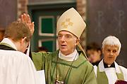 Bernd Wallet (links) wordt door aartsbisschop Joris Vercammen geïnstalleerd als pastoor. Op zondag 31 oktober is in de Getrudiskathedraal in Utrecht  Annemieke Duurkoop als eerste vrouwelijke plebaan van Nederland geïnstalleerd. Duurkoop wordt de nieuwe pastoor van de Utrechtse parochie van de Oud-Katholieke Kerk (OKK), deze kerk heeft geen band met het Vaticaan. Een plebaan is een pastoor van een kathedrale kerk, die eindverantwoordelijk is voor een parochie. Eerder waren bij de OKK al twee vrouwelijk priesters geïnstalleerd, maar die zijn geen plebaan.<br /> <br /> Archbishop Joris Vercammen is installing Bernd Wallet as pastor. At the St Getrudiscathedral in Utrecht the first female dean of the Old-Catholic Church (OKK) is installed together with a new pastor Bernd Wallet. The church has no connections with the Vatican.