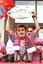 09.05.2010, Marienplatz, Muenchen, GER, 1. FBL, Meisterfeier der Bayern , im Bild Miroslav Klose (FC Bayern Nr.18)  , EXPA Pictures © 2010, PhotoCredit: EXPA/ nph/  Straubmeier / SPORTIDA PHOTO AGENCY