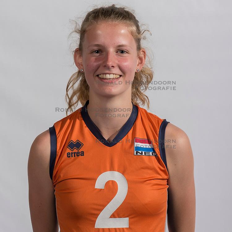 07-06-2016 NED: Jeugd Oranje meisjes <2000, Arnhem<br /> Photoshoot met de meisjes uit jeugd Oranje die na 1 januari 2000 geboren zijn / Lara Hendricks