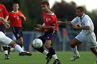 Fotball. EM-kvalifisering U21, Nadderud 1. september 2000. Norge-Armenia. Magne Hoseth, Norge og Grigor Grigoryan, Armenia. Foto: Digitalsport.
