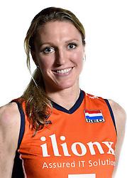 28-12-2015 NED: Nederlands Volleybalteam vrouwen, Arnhem<br /> Nederlands volleybalteam vrouwen op de foto met de nieuwe sponsorshirt ilionx / Quinta Steenbergen #7