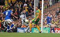 Photo: Ashley Pickering/Sportsbeat Images.<br /> Norwich City v Ipswich Town. Coca Cola Championship. 04/11/2007.<br /> Pablo Counago (L) scores the second for Ipswich