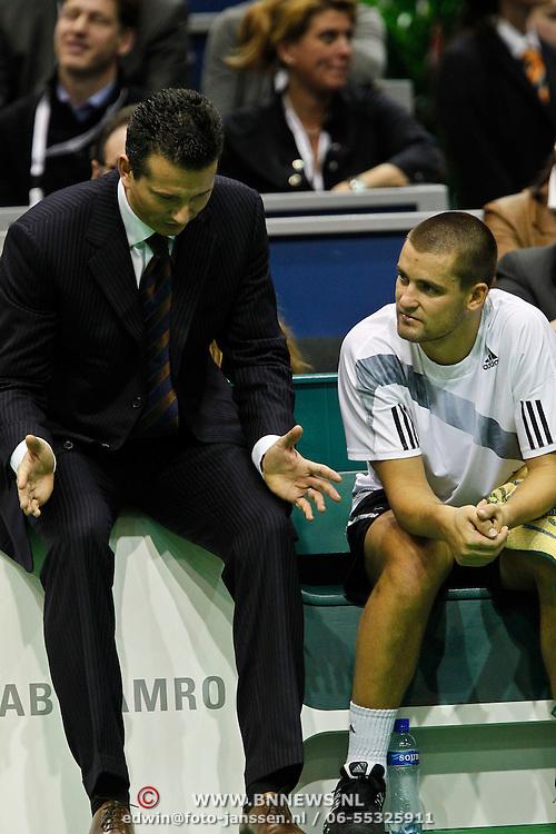 NLD/Rotterdam/20100214 - ABN - AMRO tennistoernooi 2010, finale, toernooidirecteur Richard Krajicek in gesprek met Michail Joezjni