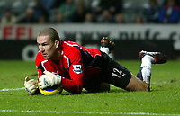 Photo. Andrew Unwin, Digitalsport<br /> Newcastle United v Fulham, Barclays Premiership, St James' Park, Newcastle upon Tyne 07/11/2004.<br /> Fulham's goalkeeper, Mark Crossley, pounces on the ball during an outstanding afternoon's performance in goal.