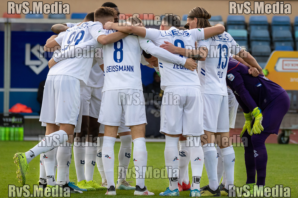 LAUSANNE, SWITZERLAND - NOVEMBER 10: FC Lausanne-Sport players makes a circle before the Challenge League game between FC Lausanne-Sport and FC Schaffhausen at Stade Olympique de la Pontaise on November 10, 2019 in Lausanne, Switzerland. (Photo by Basile Barbey/RvS.Media)
