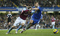 Photo: Marc Atkins.<br />Chelsea v West Ham United. The Barclays Premiership. 18/11/2006. Lee Bowyer of West Ham &  Frank Lampard of Chelsea in action.