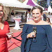 NLD/Amsterdam/20170617 - Amsterdamdiner 2017, Martine Sandifort en .......