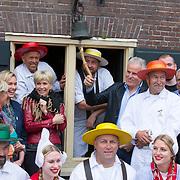 """NLD/Alkmaar/20180518 - Perspresentatie """"Nederland staat op tegen kanker"""" officiele start, Anita Witzier en Peter R. de Vries luiden de bel"""
