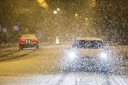 © Licensed to London News Pictures. 09/11/2016. Leeds UK. Motorist's faced a challenging commute this morning as heavy snow fell in Leeds. Photo credit: Andrew McCaren/LNP