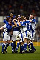 Fotball. Engelsk Premier Leauge 2001/2002.<br /> Everton v Derby 23.03.2002.<br /> Alan Stubbs gratuleres etter å ha scoret Evertons andre mål.<br /> Foto: David Rawcliffe, Digitalsport