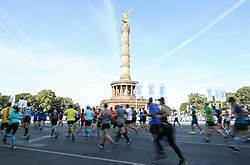BERLIN, Sept. 16, 2018  Runners pass Berlin Victory Column during the Berlin Marathon 2018 in Berlin, capital of Germany, on Sept. 16, 2018. The Berlin Marathon 2018 kicked off in Berlin on Sunday. Eliud Kipchoge from Kenya won the men's title with a new world record of 2:01:39. Women's title fell on Kenya's Gladys Cherono with a result of 2:18:11. (Credit Image: © Shan Yuqi/Xinhua via ZUMA Wire)