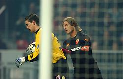 10-12-2002 VOETBAL: CHAMPIONS LEAGUE AJAX - AS ROMA: AMSTERDAM<br /> Francesco Totti en Maarten Stekelenburg<br /> ©2002-Ronald Hoogendoorn