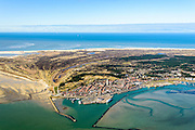 Nederland, Friesland, Terschelling, 28-02-2016; West-Terschelling met baai De Plaat. In de dorpskern vuurtoren Brandaris.<br /> Wadden island Terschelling with village West-Terschelling, Wadden sea. <br /> luchtfoto (toeslag op standard tarieven);<br /> aerial photo (additional fee required);<br /> copyright foto/photo Siebe Swart