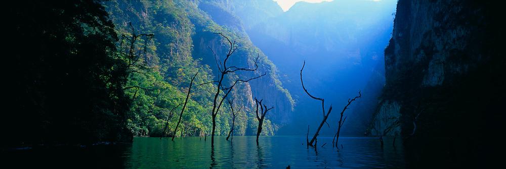 MEXICO, CHIAPAS Sumidero Canyon, landscape