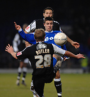 Photo: Ashley Pickering.<br />Ipswich Town v Swansea City. The FA Cup. 27/01/2007.<br />Ipswich's Owen Garvan (blue) challenges Swansea's Thomas Butler for the ball