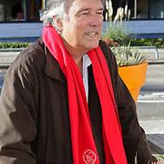 NLD/Hilversum/20111104- Perspresentatie najaar 2011 / 2012 omroep Max, Ron Brandsteder met Ajax sjaal