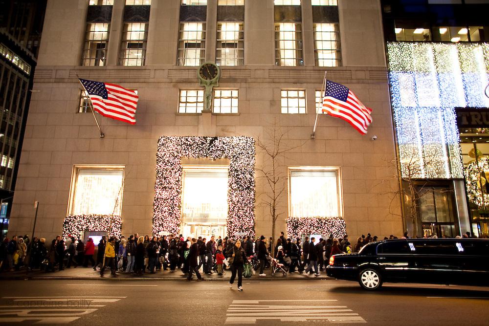 New York, New York. Etats Unis. 18 Decembre 2010.Tiffany (Angle 5eme Avenue et 57th Street)..New York, New York. United States. December 18th 2010.Tiffany's (Corner 5th Avenue and 57th Street)