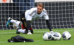 02.06.2011, Ernst Happel Stadion, Wien, AUT, UEFA EURO 2012, Qualifikation, Abschlusstraining Deutschland (GER), im Bild Manuel Neuer, (GER) // during the final training from Germany for the UEFA Euro 2012 Qualifier Game, Austria vs Germany, at Ernst Happel Stadium, Vienna, 2010-06-02, EXPA Pictures © 2011, PhotoCredit: EXPA/ T. Haumer