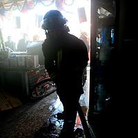 Toluca, Mex.- Bomberos de Toluca trabajan por mas de dos horas para controlar un incendio en una tienda de electrodomésticos (Almacenes Anfora), ubicada en la avenida Juárez del centro de la ciudad de Toluca, tres bomberos resutaron intoxicados siendo atendidos por paramédicos de la Cruz Roja y el SUEM; según versión de los bomberos el siniestro fue por un corto circuito en el almacén subterráneo. Agencia MVT / Mario Vázquez de la Torre. (DIGITAL)<br /> <br /> <br /> <br /> NO ARCHIVAR - NO ARCHIVE