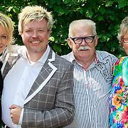 NLD/Hilversum/20110603 - CD presentatie Rene Karst, Erikah en broer Rene Karst met hun ouders Henk en Janny Karst