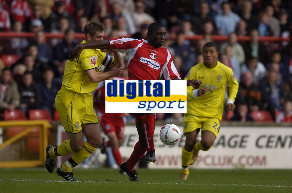 Fotball<br /> Foto: SBI/Digitalsport<br /> NORWAY ONLY<br /> <br /> Leyton Orient v Bury<br /> Coca-Cola League Two<br /> 09/10/2004<br /> <br /> Jabo Ibehre on the attack for Orient