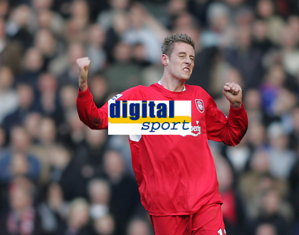 Photo: Lee Earle.<br /> Liverpool v Manchester United. The FA Cup. 18/02/2006. Liverpool's Peter Crouch celebrates his winning goal.
