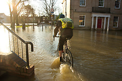 © Licensed to London News Pictures. 25/02/2020. Shrewsbury, Shropshire, UK. River Severn levels continue to rise at Shrewsbury in Shropshire, UK causing severe flood disaster situation. The Environment Agency forecast levels to peak thisevening at. The level at 09.00hrs at Welsh ridge was 5.04 metres. Photo credit: Graham M. Lawrence/LNP