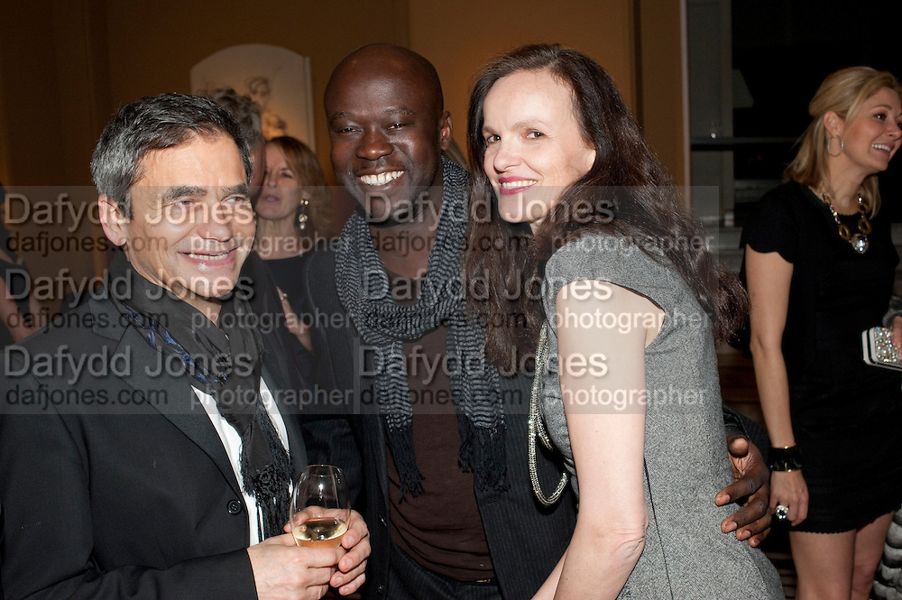 HARRY HANDLESMAN; DAVID ADJAYE; BETTINA VON HASE, Outset dinner 2011.  Organised by Yana Peel supported by Swarovskito raise funds for the V+A to starts its contemporary design collection. V & A. London. 23 March 2011. -DO NOT ARCHIVE-© Copyright Photograph by Dafydd Jones. 248 Clapham Rd. London SW9 0PZ. Tel 0207 820 0771. www.dafjones.com.
